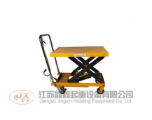 Hydraulic lifting platform vehicle
